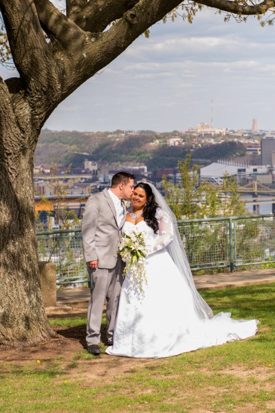 pittsburgh wedding couple from the west end